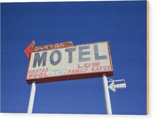 Canyon Motel Sign Wood Print