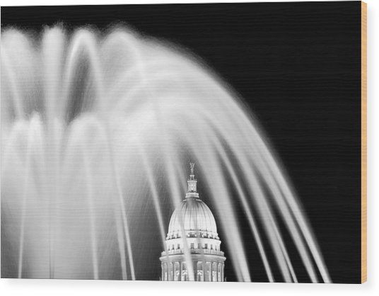 Capitol Fountain Wood Print