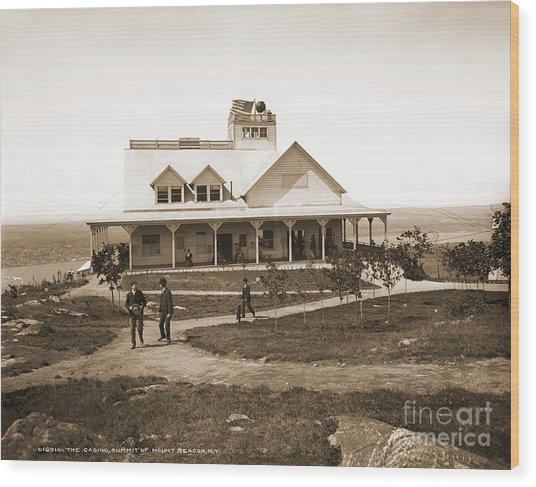 Casino At The Top Of Mt Beacon In Black And White Wood Print
