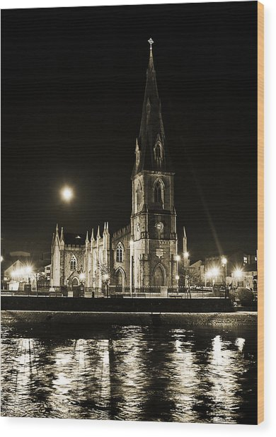 Cathedral At Nine Fifteen Wood Print by Tony Reddington