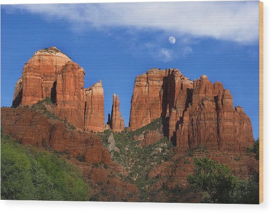 Cathedral Rock Moon Rise Color Wood Print