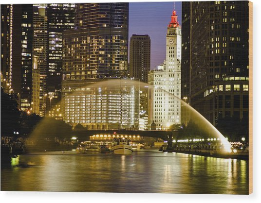 Centennial Fountain Over Chicago River At Dusk Wood Print