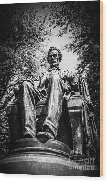 Chicago Abraham Lincoln Sitting Statue Black And White Wood Print by Paul Velgos