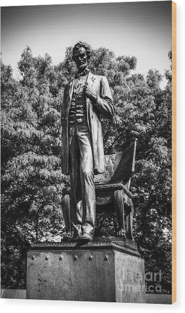 Chicago Abraham Lincoln Statue In Black And White Wood Print