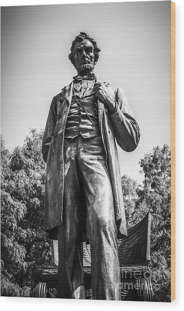 Chicago Lincoln Standing Statue In Black And White Wood Print