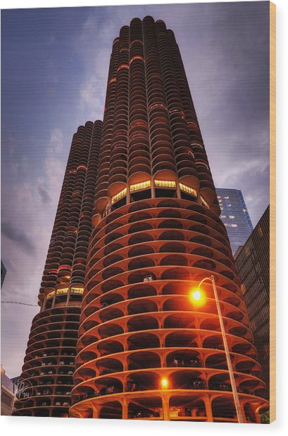 Chicago - Marina City Twilight Wood Print by Lance Vaughn