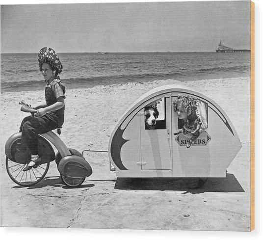 Children Beach Tour Wood Print