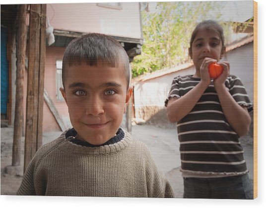 Children In Ankara Wood Print by Pedro Nunez