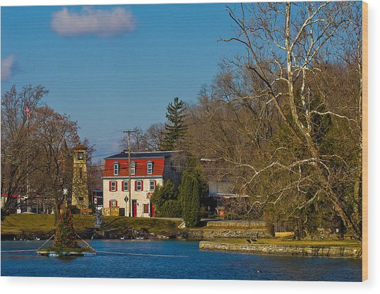 Children's Lake At Boiling Springs In Christmastime Wood Print