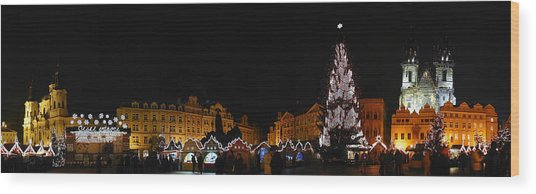 Christmas Market Wood Print by Gary Lobdell