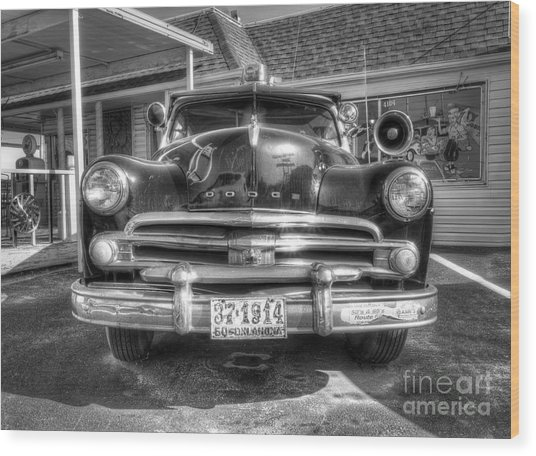 Classic Car Along Route 66 Wood Print