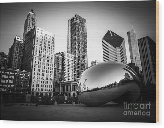 Cloud Gate Bean Chicago Skyline In Black And White Wood Print