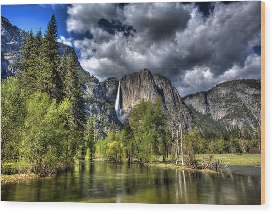 Cloudy Day In Yosemite Wood Print