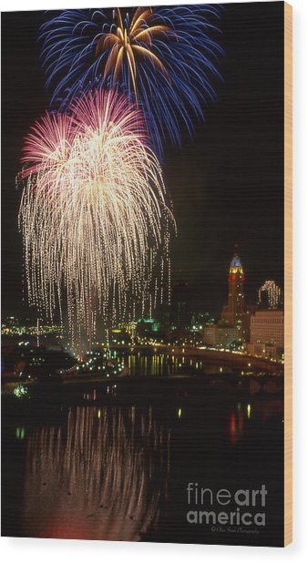 Columbus Red White And Boom Wood Print