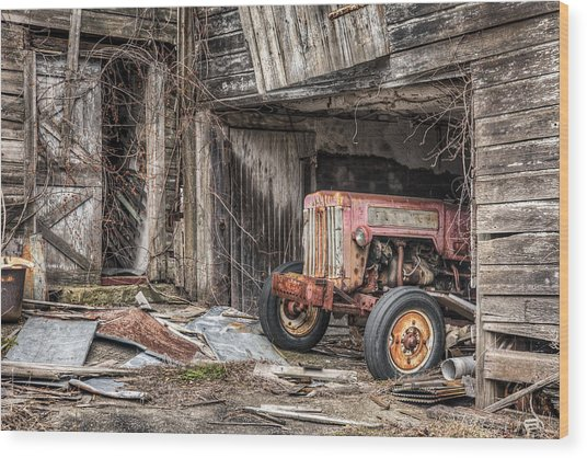 Comfortable Chaos - Old Tractor At Rest - Agricultural Machinary - Old Barn Wood Print