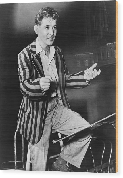 Conductor Leonard Bernstein Wood Print