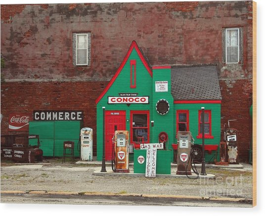 Conoco Station On Route 66 Wood Print