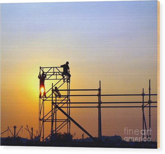 Construction Workers On A Scaffold Wood Print
