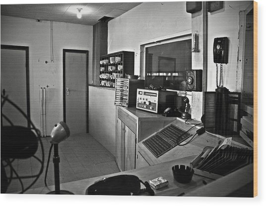 Control Room In Alcatraz Prison Wood Print
