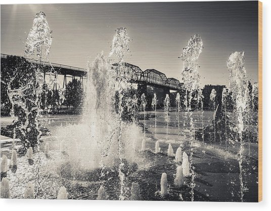 Coolidge Park Fountains Wood Print