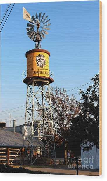 Cotton Belt Route Water Tower In Grapevine Wood Print