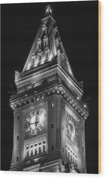 Custom House In Boston Black And White Wood Print