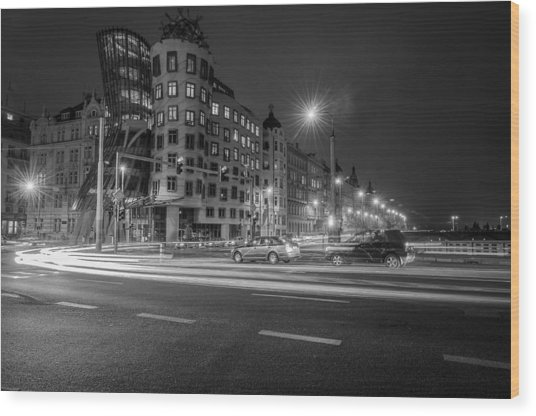 Dancing House  B-w Wood Print