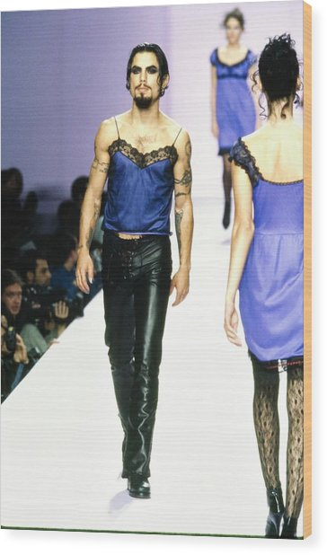 Dave Navarro On The Runway For Anna Sui Wood Print by Guy Marineau
