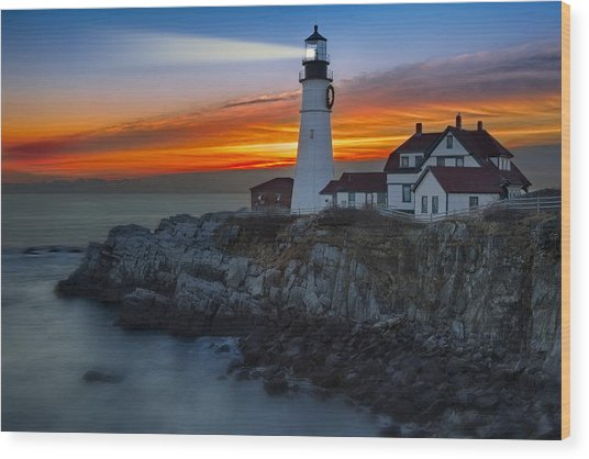 Dawn At Portalnd Head Light Wood Print
