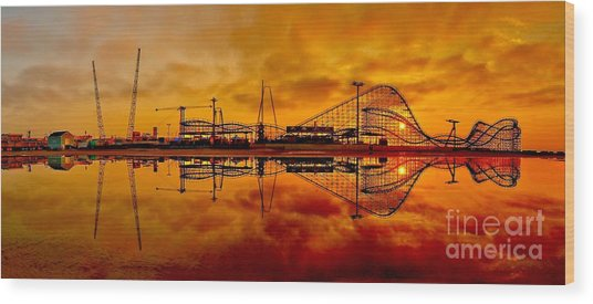 Dawn At Wildwood Pier Wood Print