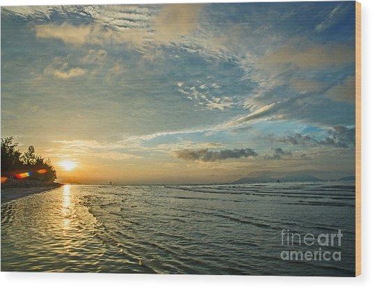 Dawn Island Wood Print