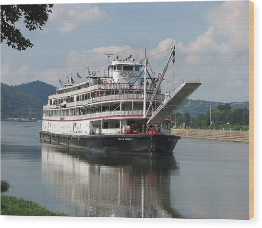 Delta Queen On Ohio River Wood Print by Willy  Nelson