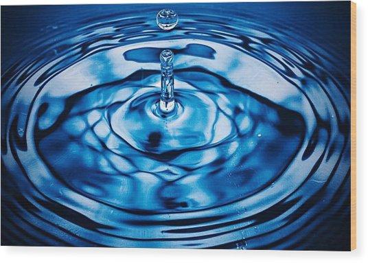 Detail Of Drop Falling In Water Wood Print by Andrew Mackenzie / Eyeem