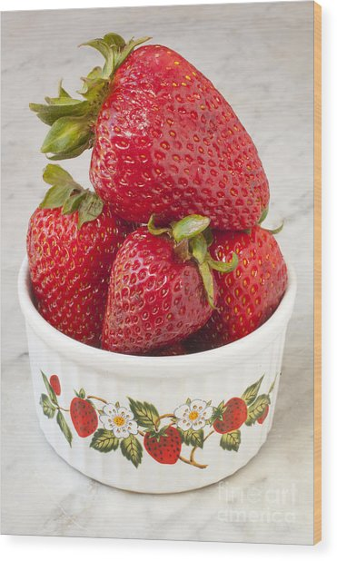Dish Of Strawberries  Wood Print by Jonathan Welch