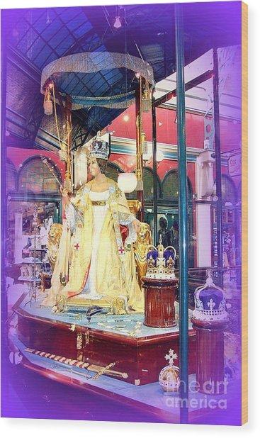 Display In Sydney Mall Wood Print by John Potts