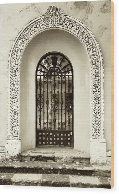 Door With Decorated Arch Wood Print