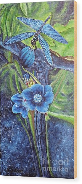Dragonfly Hunt For Food In The Flowerhead Wood Print