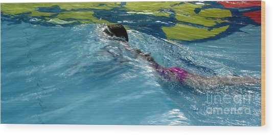 Ducking Under A Wave In A Pool Wood Print