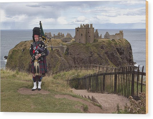 Dunnottar Piper Wood Print