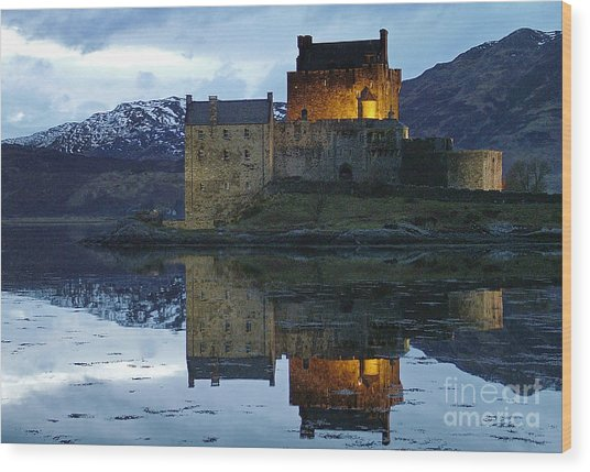 Eilean Donan Castle At Dusk Wood Print