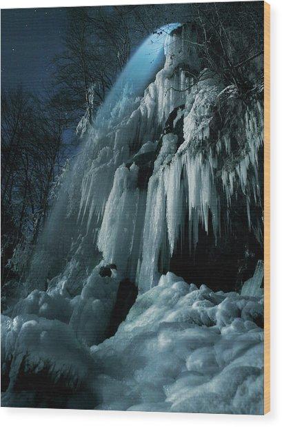 Eisfall Im Mondlicht Wood Print