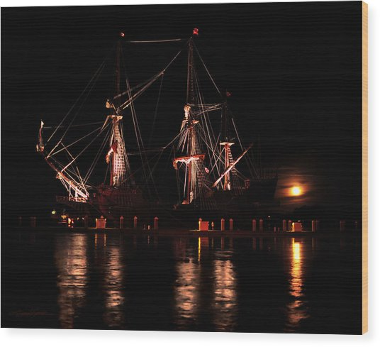 El Galeon At Full Moon Wood Print