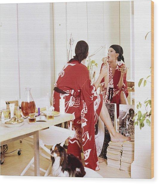 Elsa Peretti Applying Make-up At Home Wood Print