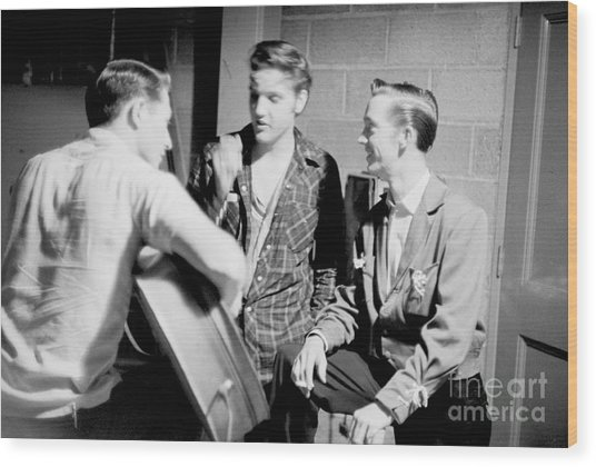 Elvis Presley With Gene Smith And Scotty Moore 1956 Wood Print