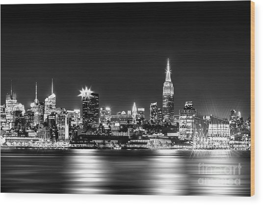 Empire State At Night - Bw Wood Print