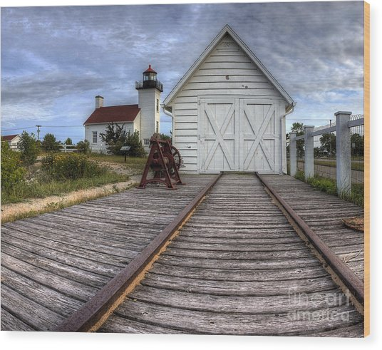 Escanaba Lighthouse And Boat House Wood Print