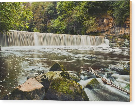 Fair A' Far Dam Wood Print