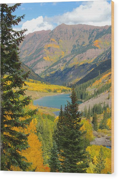 Fall Colors At Maroon Lake Wood Print by Steve Anderson