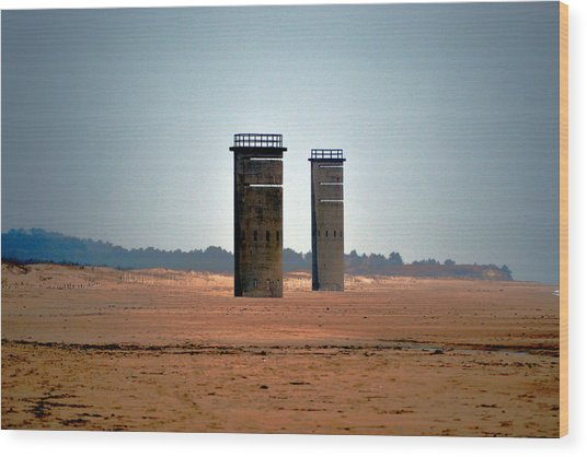 Fct5 And Fct6 Fire Control Towers On The Beach Wood Print