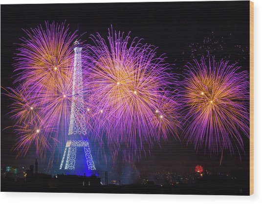 Fireworks At The Eiffel Tower For The 14 July Celebration Wood Print